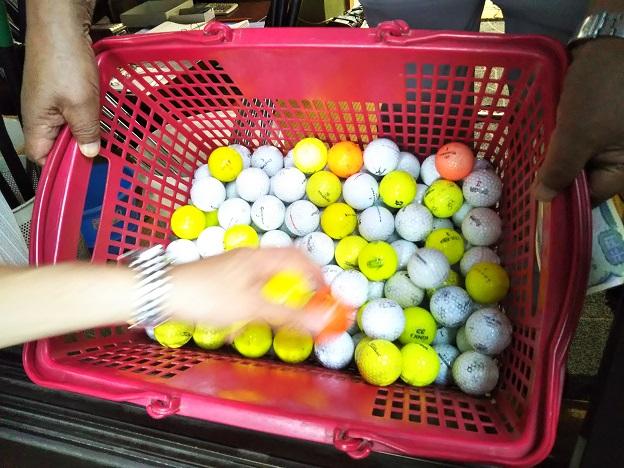ゴルフボールを選ぶ