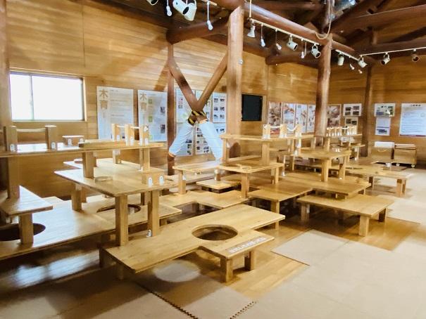 森林学習館テーブルジム