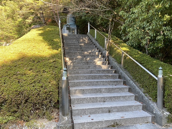 心経塔への階段