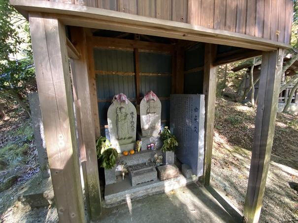 大窪寺2体の石像