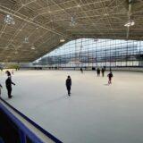 アイススケートを楽しむ イヨテツスポーツセンター 松山市
