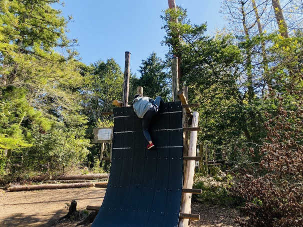 剣ヶ峰のそりたつ壁足をかける