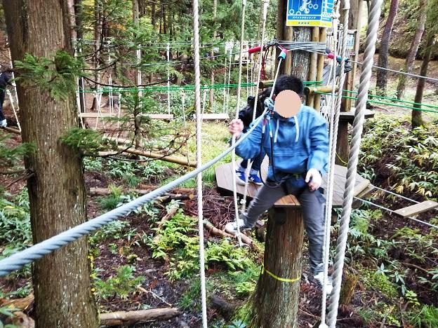 アドベンチャーコース2揺れる吊り輪