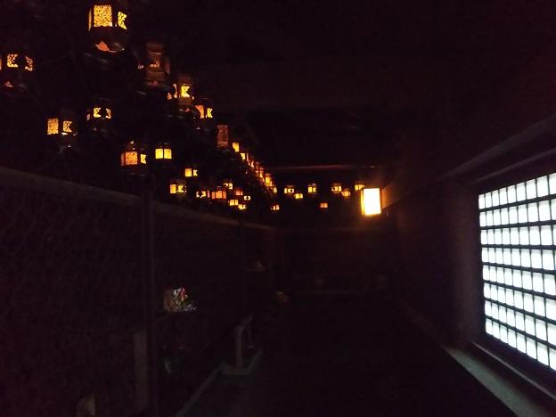 本堂の薄暗い通路