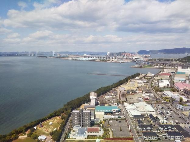 ゴールドタワーから見る瀬戸大橋