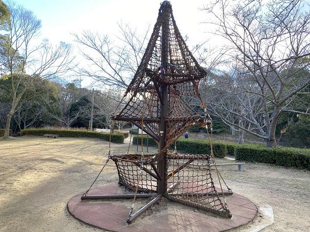 ロープの網のジム公渕森林公園 ちびっこ広場