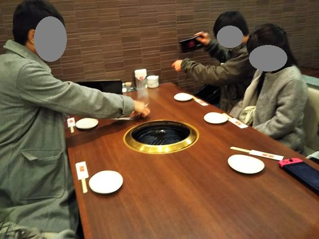 羊苑 テーブル