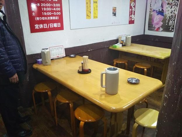 徳島ラーメン 麺八 両国店の店内