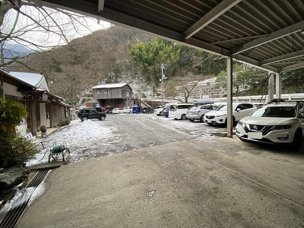 京屋旅館駐車場