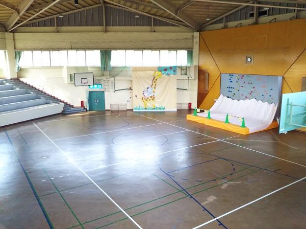 福山少年自然の家 体育館内