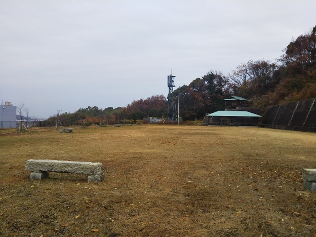 飯野山登山口 弥生広場