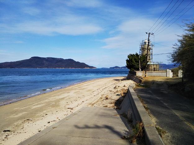 男木島灯台と海