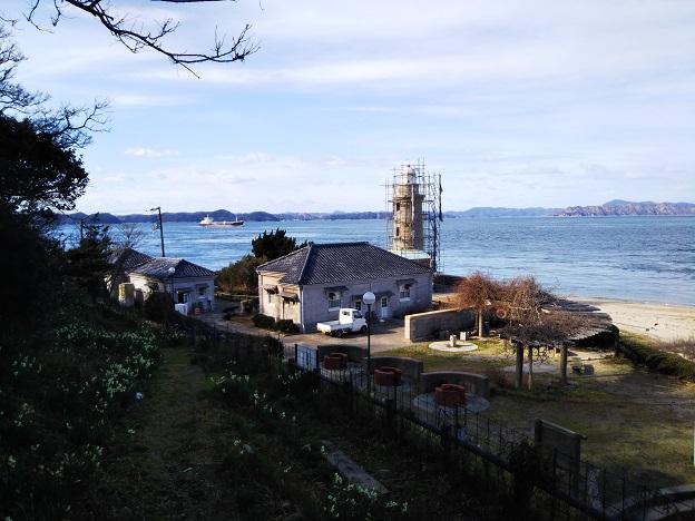 男木島灯台 離れて