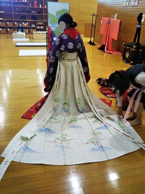 香川県立ミュージアム 十二単の着付け体験5