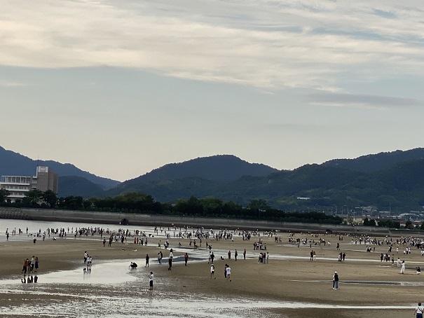 連休の父母ヶ浜の観光客
