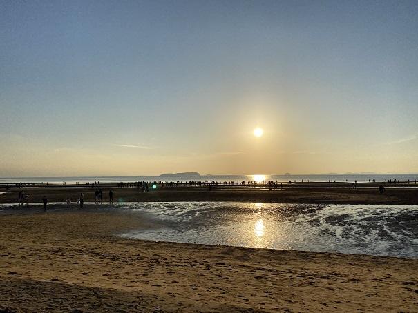 夕方の父母ヶ浜海岸と太陽