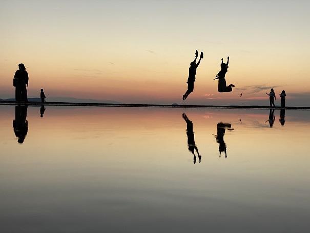夕日が沈んだ後ジャンプ父母ヶ浜