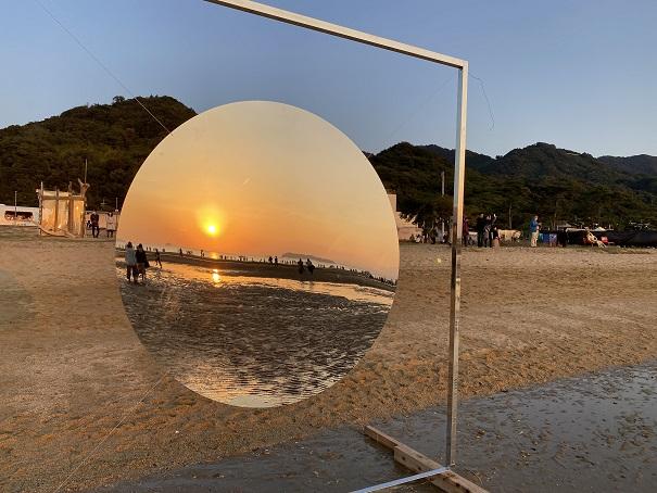 父母ヶ浜鏡のオブジェ