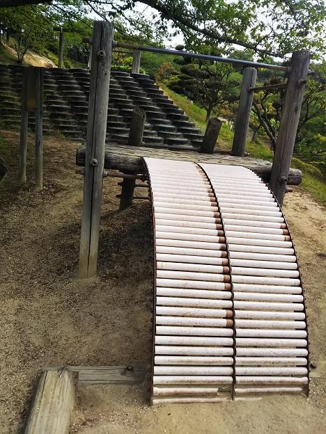 種松山公園西園地 背面ローラーすべり台