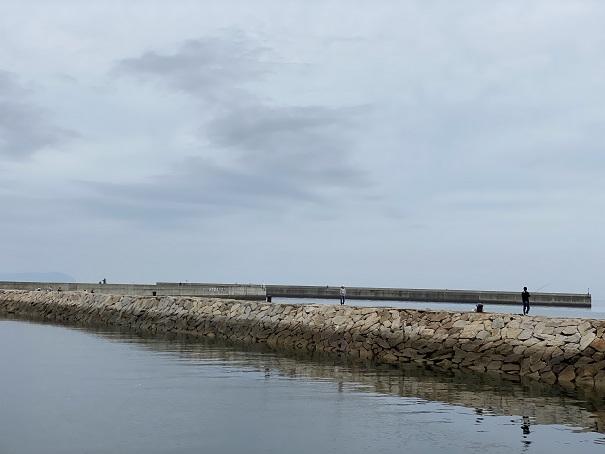 室本港石積みの防波堤