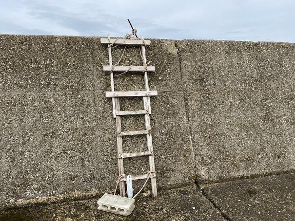 室本港防波堤のはしご