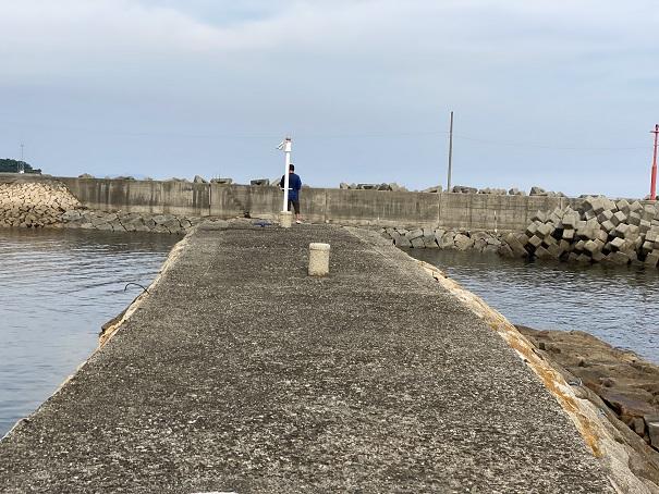 箕浦漁港白灯台