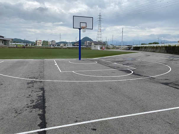 一般公式用の305cmバスケットゴール