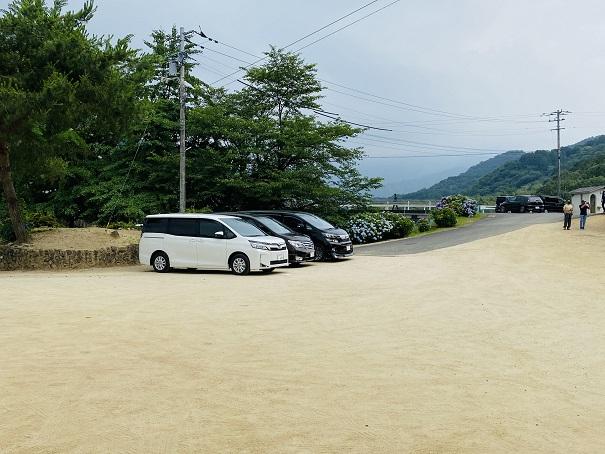 粟井神社の駐車場