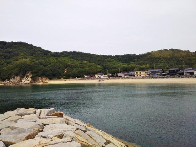 仁老浜漁港の防波堤の先