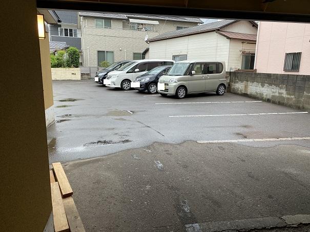 いし本 駐車場