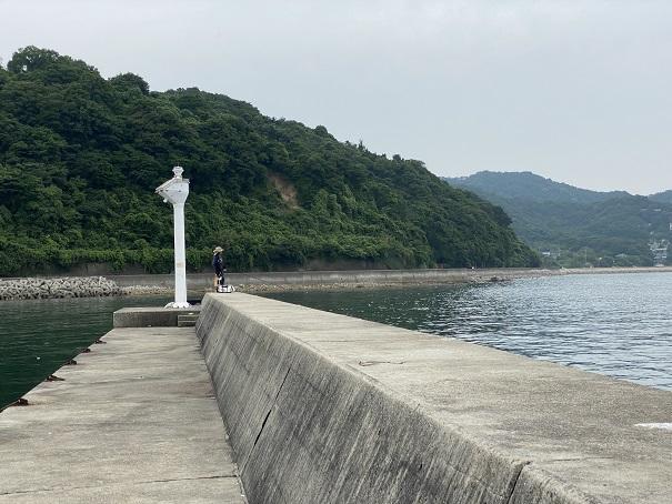 小田浦漁港白灯台