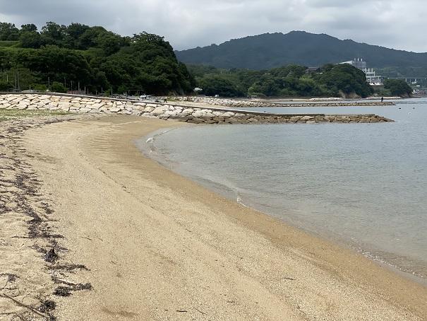 山田海岸真ん中の防波堤