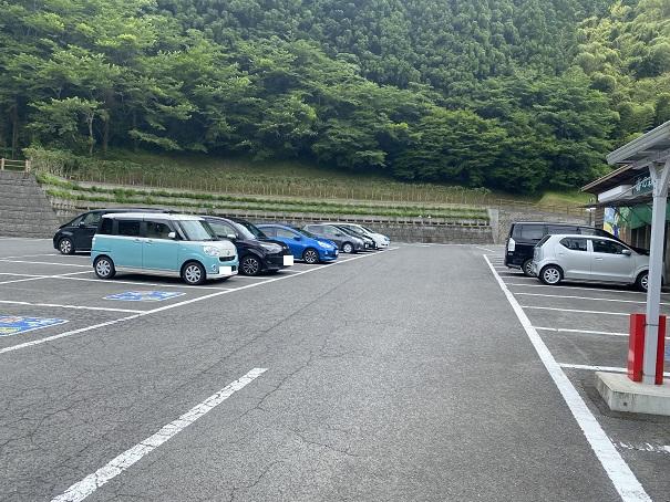 霧の森茶フェ 駐車場