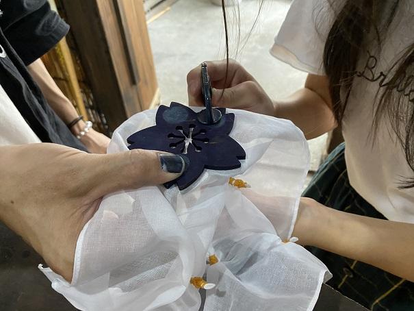 Tombiii 本藍染め体験 花柄