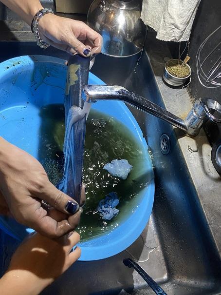Tombiii 本藍染め体験 水洗い