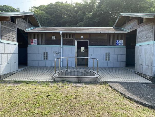 浮津海水浴場トイレと更衣室