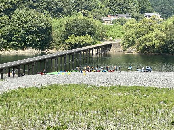 勝間沈下橋でカヌー