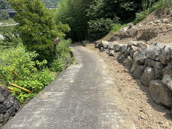小野大橋の橋下河原への道