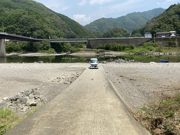小野大橋の橋下迷惑な車