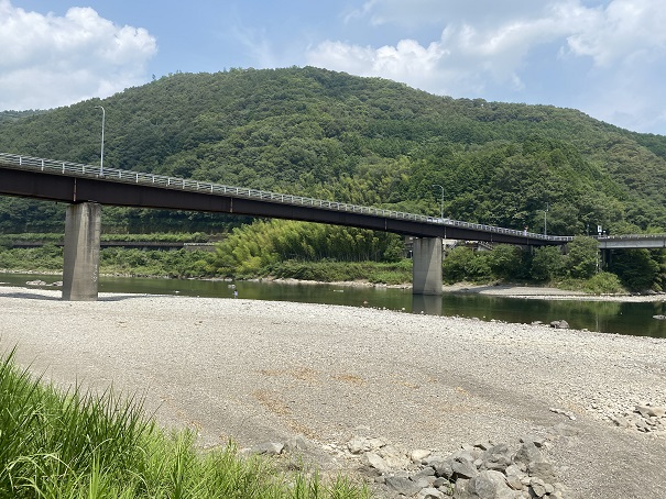 小野大橋の橋下駐車場