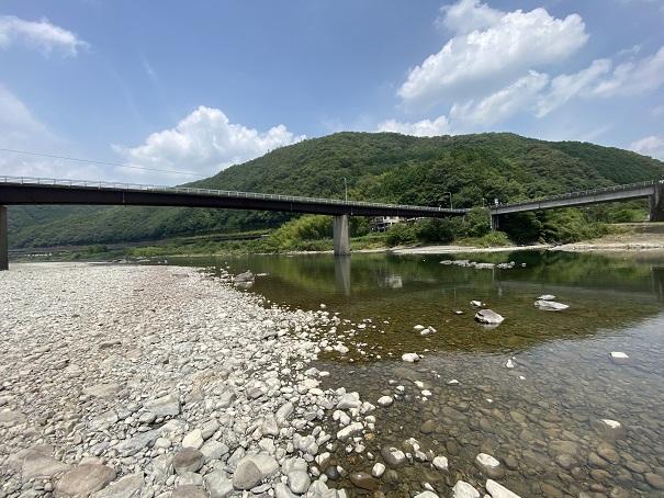 小野大橋の橋下 四万十川川の流れ