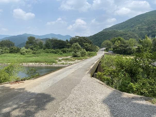 三島キャンプ場沈下橋を車で渡る