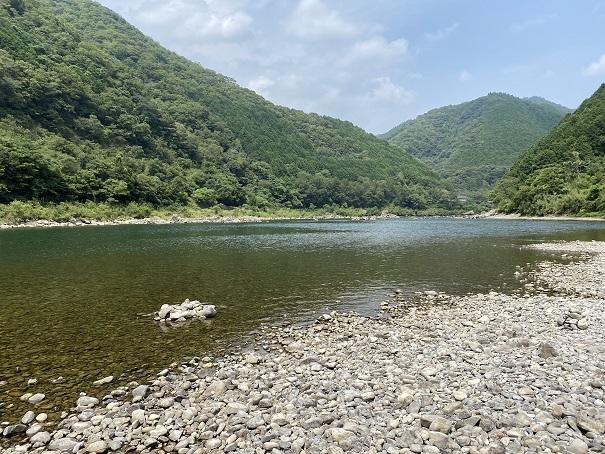 三島キャンプ場周辺の四万十川