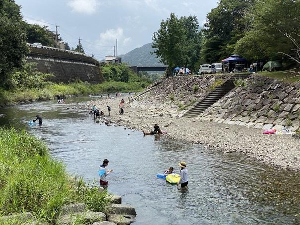 新荘川新土居キャンプ場の上流のスポット