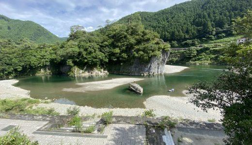 御三戸嶽(みみどだけ)久万川と面河川の合流点で川遊び 久万高原町