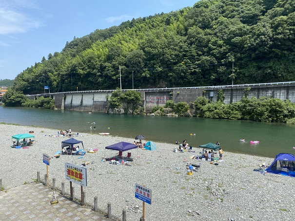 鮎喰川 川原2