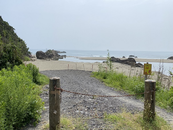 双海サーフビーチ ビーチへ