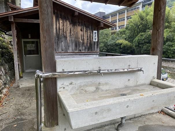桑の川わんぱくプール 洗い場1