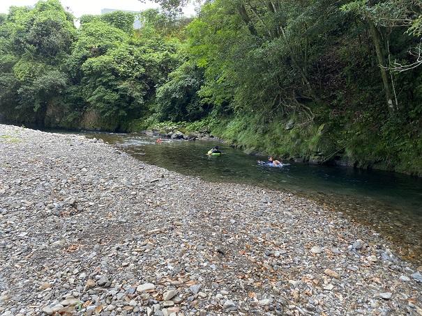 桑の川わんぱくプール 天然のスライダー