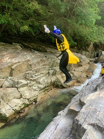 面河渓キャニオニング ジャンプ